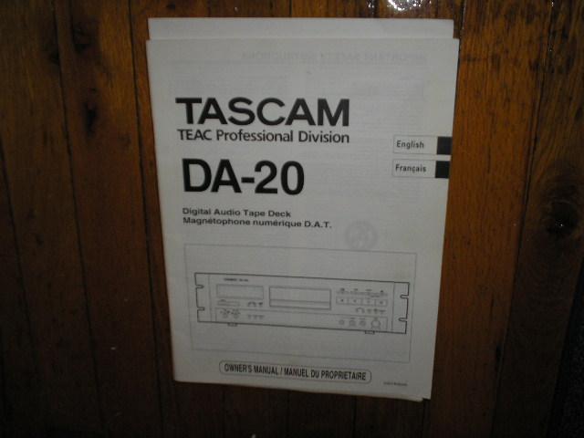 DA-20 Digital Audio Tape Deck Owners Manual. Manuel du Proprietaire